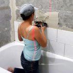 Укладка плитки на стены в ванной комнате
